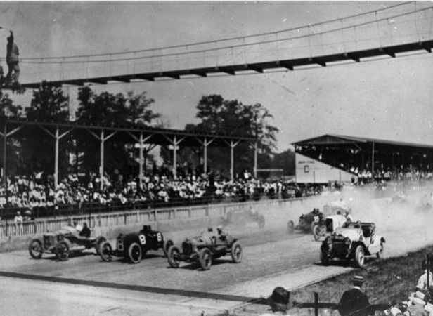 The Start of the 1914 Indianapolis 500 Image